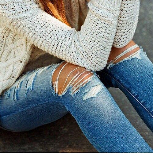 С чем носить светло-голубые джинсы
